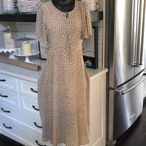 Super cute dress worn one time!  Large FLATTERING